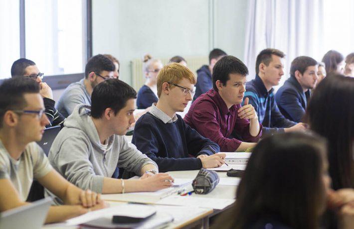Etudiant du Groupe Saint Jean en salle de cours à Rennes